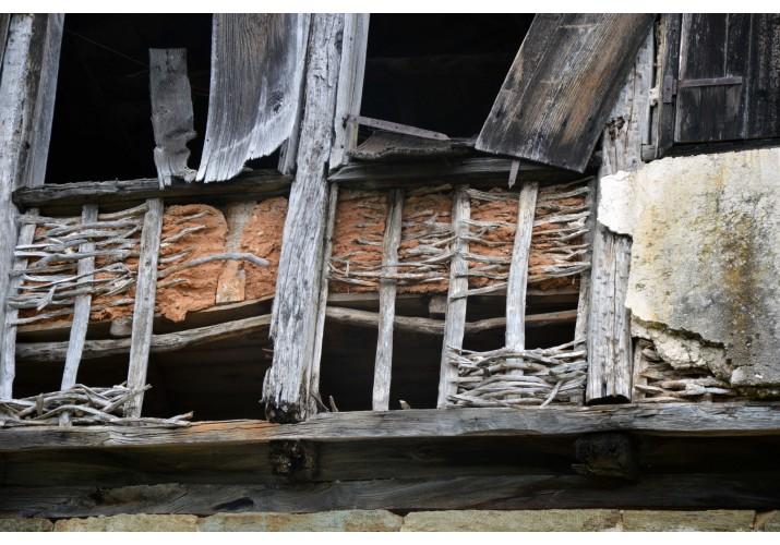 Κατεστραμμένο σαχνισί,τσατμάς και ξύλινος σκελετός
