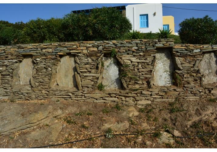 Παραδοσιακός πέτρινος τοίχος